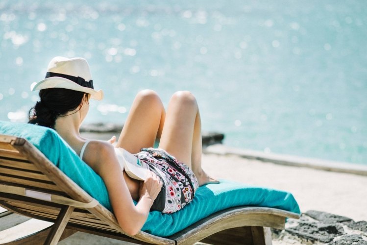Mauritius_Paradise_Cove_Boutique_Hotel_vrouw_relaxen_zee