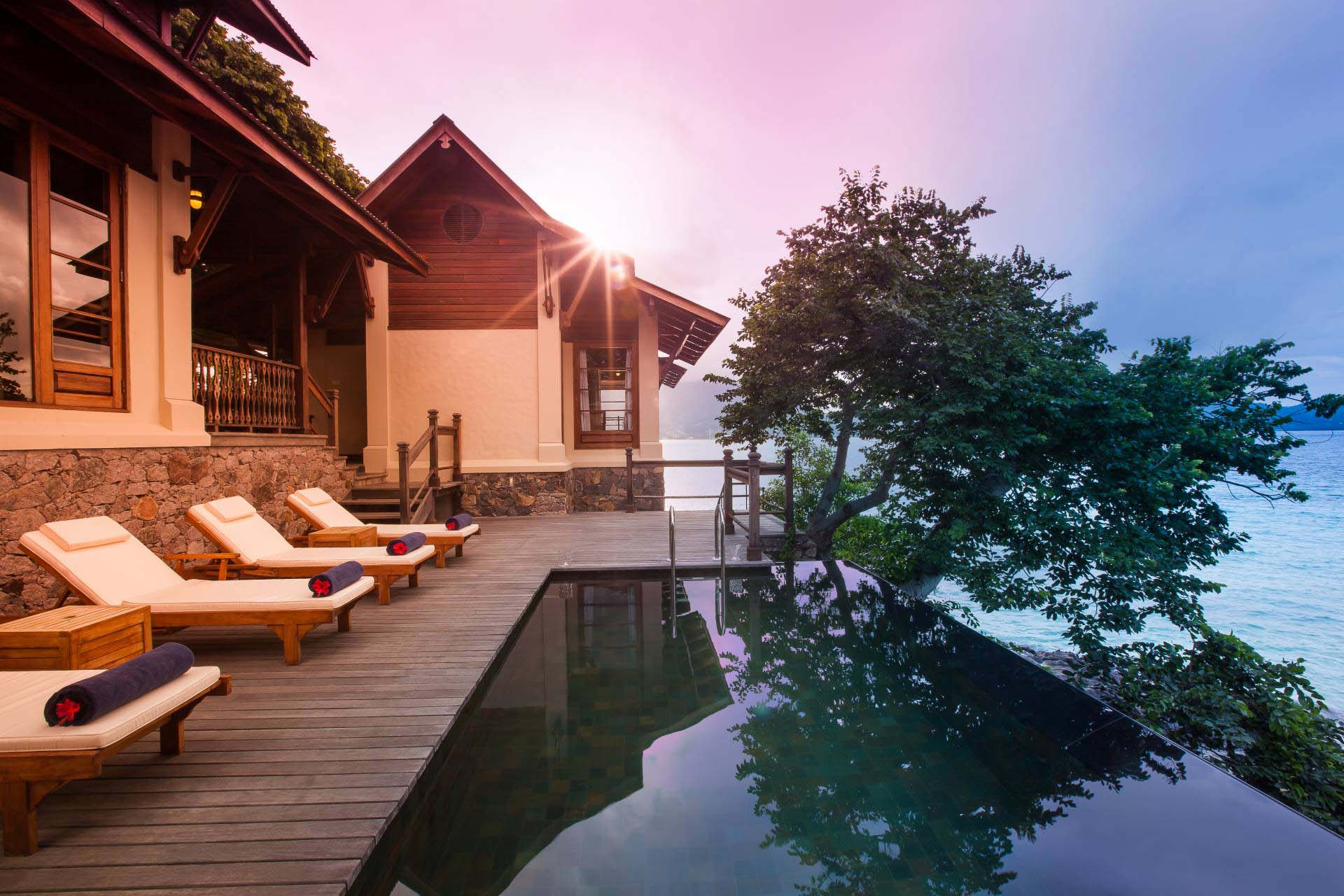 Seychellen_Enchanted_Island_Resort_Villa_Flanbwayan_Pool_Deck