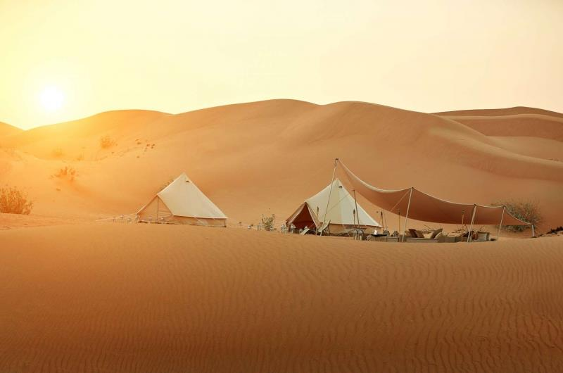Dubai_Abu_Dhabi_Oman_Magic_Private_Camp_zonsondergang