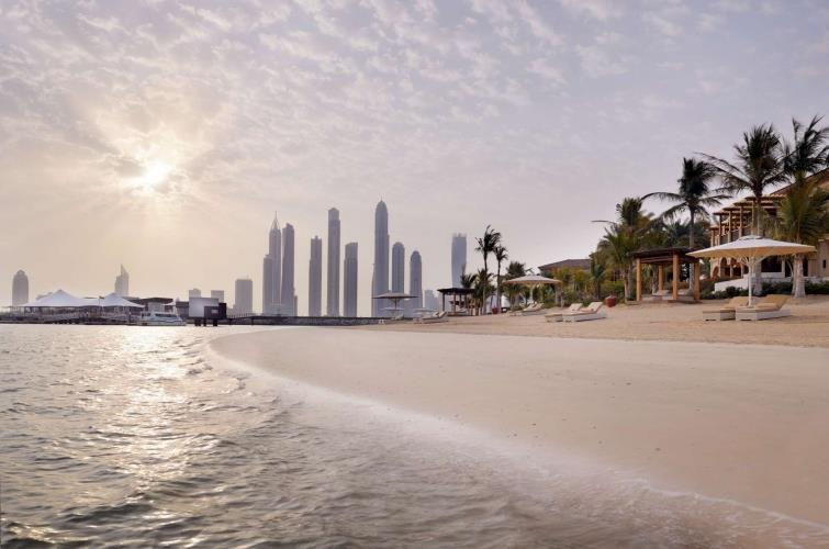 Dubai_One_and_Only_The_Palm_strand_skyline