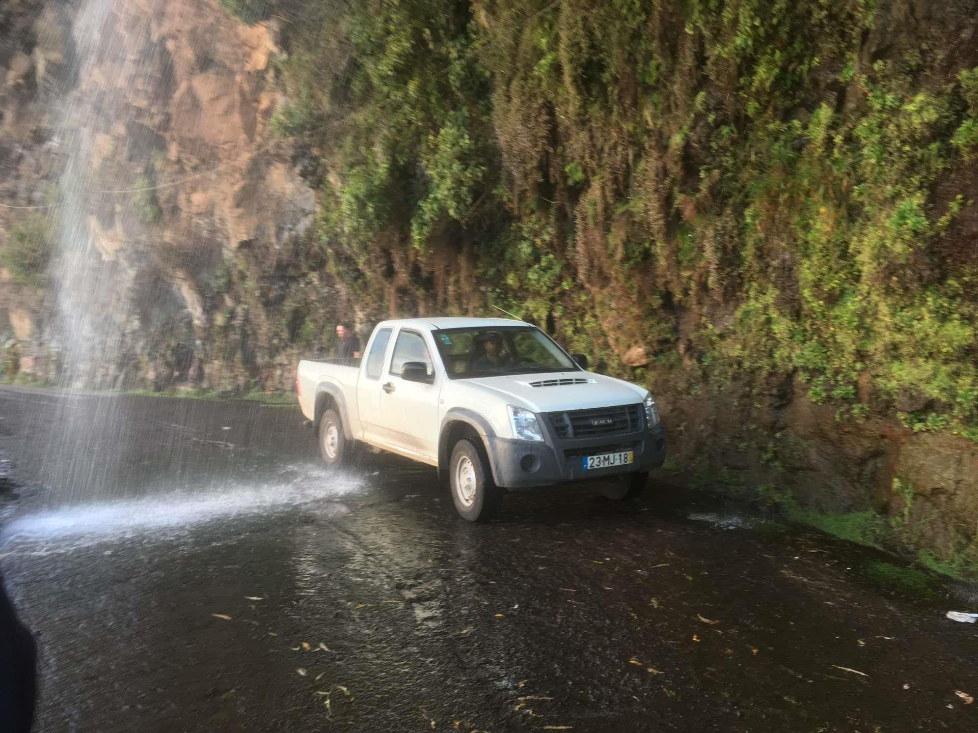 Portugal_Madera_waterval_auto
