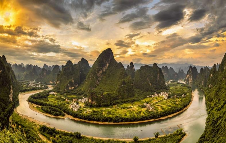 China_Yangshuo_Guilin_Karst_Mountains_Li_River