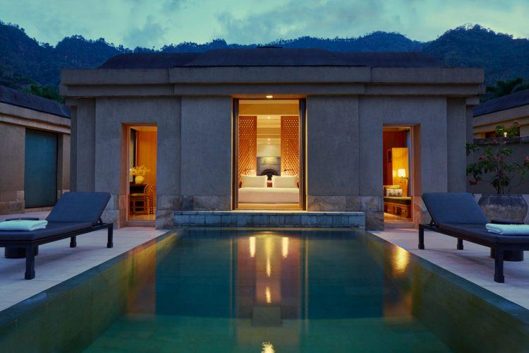 Indonesie_Amanjiwo_Borobodur_pool_suite