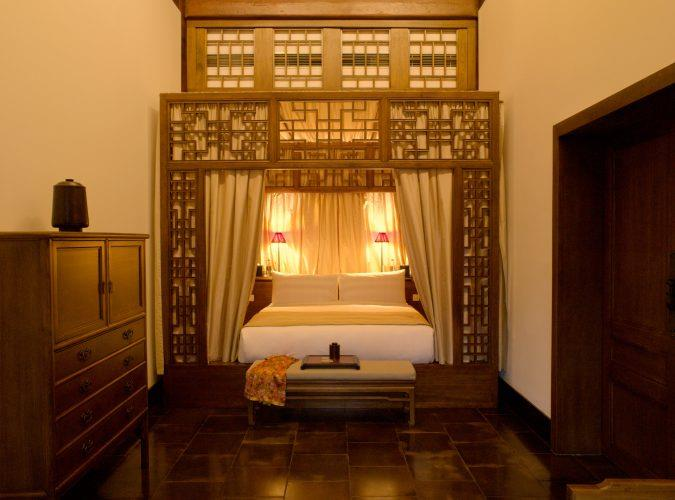 China_Beijing_Aman_Summer_Palace_Courtyard_Deluxe_Suite_Bedroom