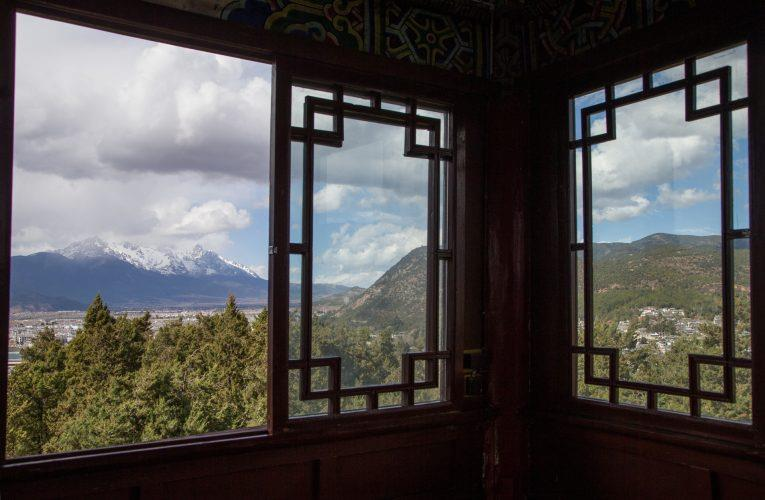 China_Lijiang_Amandayan_Jade_Dragon_Snow_Mountain_uitzicht