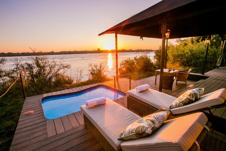 Zimbabwe_Zambezi_National_Park_Old_Drift_Lodge_tent_plunge_pool_rivier_zonsondergang