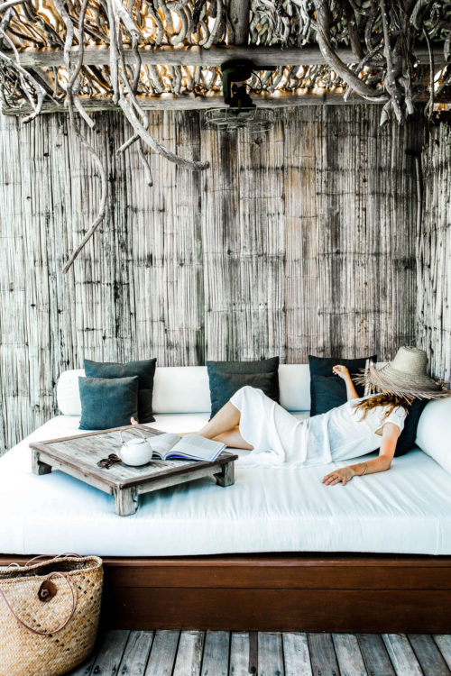 Cambodja-Song-Saa-over-water-villa-daybed