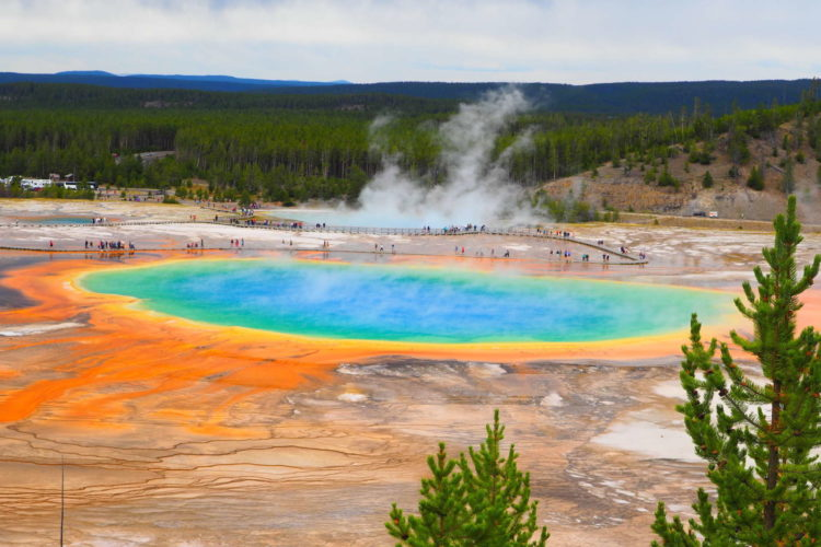 USA-Wyoming-Yellowstone-National-Park-grand-prismatic-spring